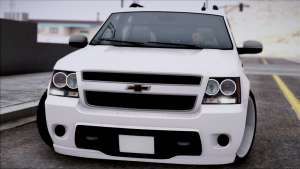 Chevrolet Suburban front view
