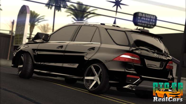Mercedes-Benz ML63 AMG back view